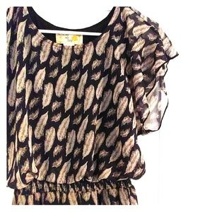 Feather dress with ruffle sleeve